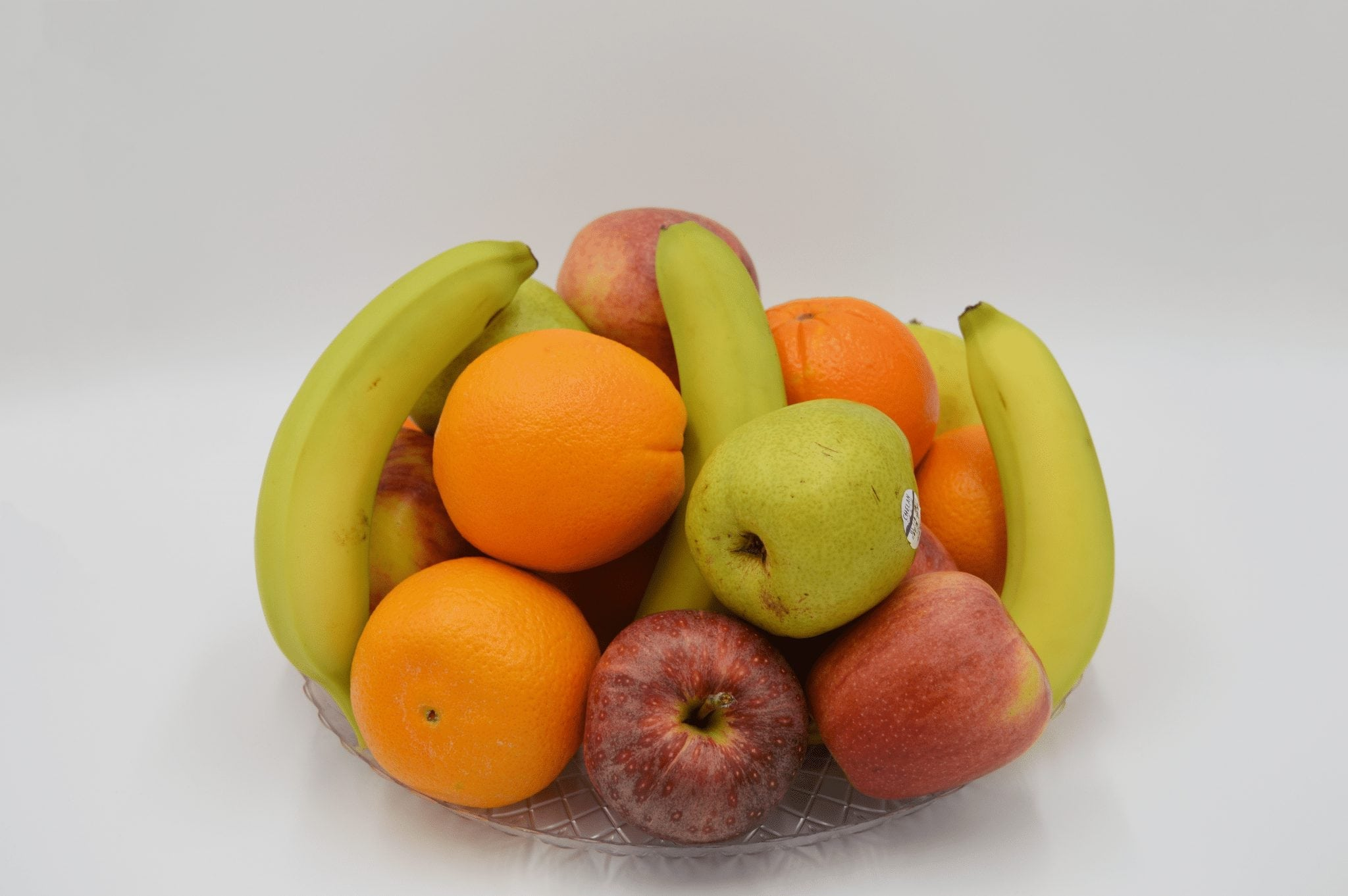 platter of apples, oranges, and bananas